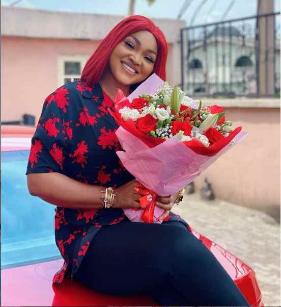 Actress, Mercy Aigbe Shows Off Flower Bouquet And Heart-melting Note She Got From Secret Admirer