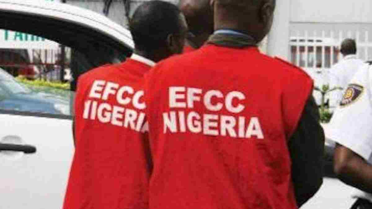 EFCC arrests 27 suspected Internet Fraudsters in Lagos State