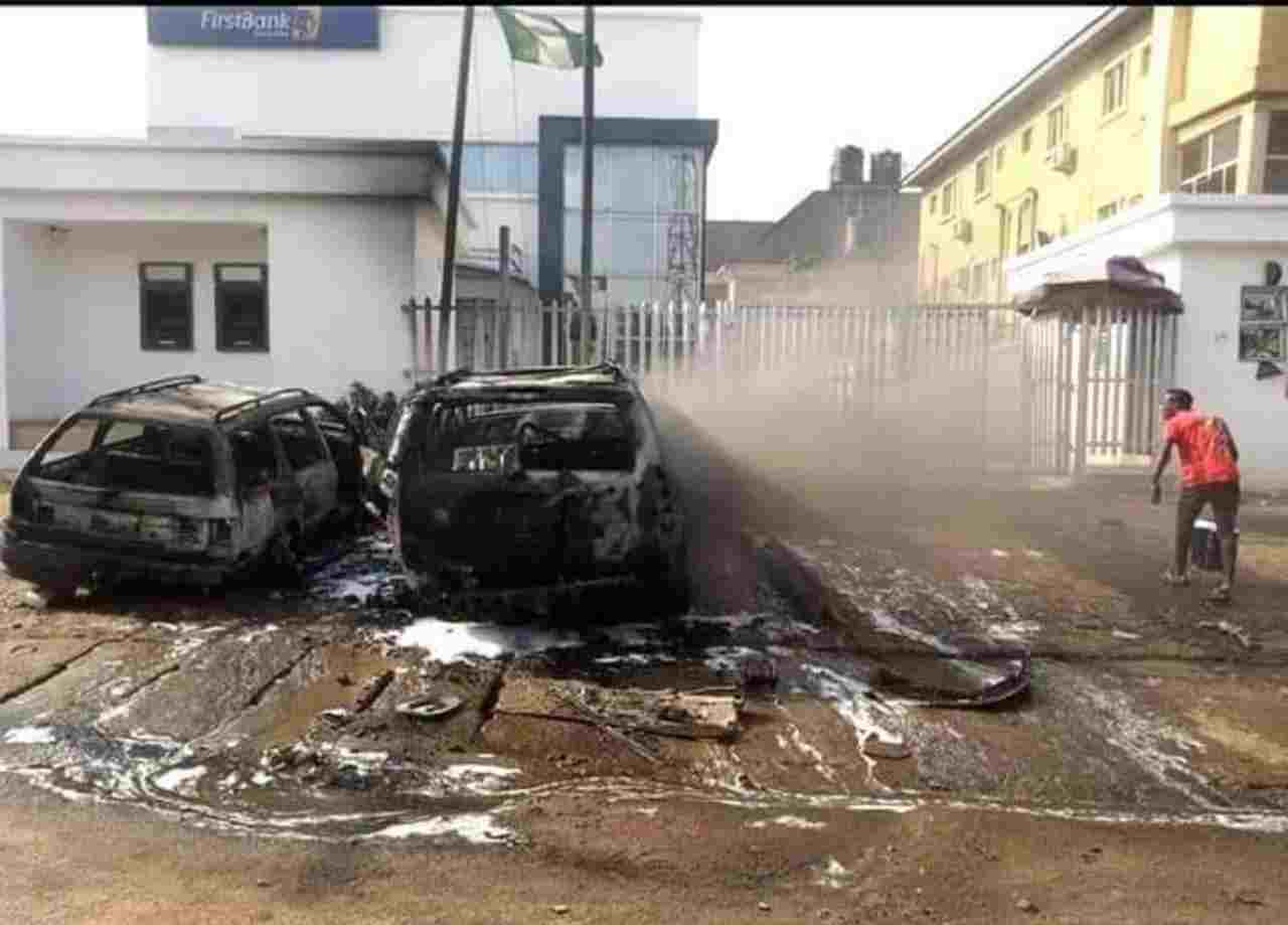 Gunmen attack Bank in Anambra State, Hoist Biafra flags