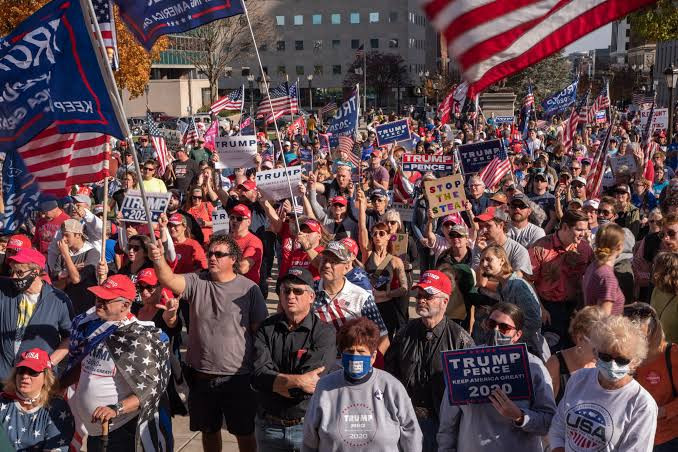'4000 Armed Trump Supporters Are Plotting to Surround the US Capitol, Disrupt Biden's Inauguration And Prevent Democrats From Going in' – Lawmaker Reveals