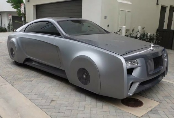 """Justin Bieber's """"Floating"""" Rolls-Royce With Hidden Wheels Will Amaze You"""