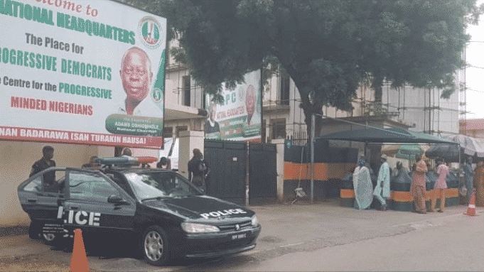Police close APC Headquarters in Abuja (See Photos)