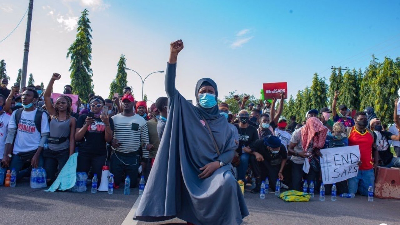 Aisha Yesufu Issues Warning As Armed Thugs Attack Protesters In Abuja