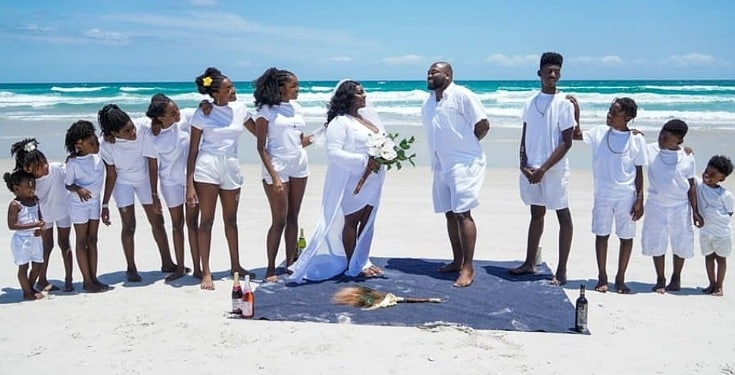 Couple Celebrates 15th Wedding Anniversary With Their 11 Children (Photos)