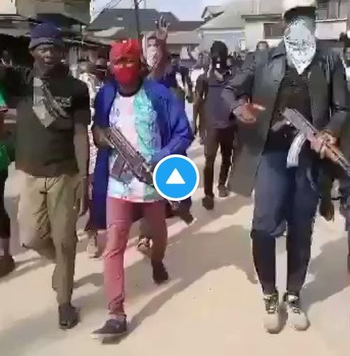 #EndSARS: Watch Youths Protesting With Guns In Aba (Watch Video)