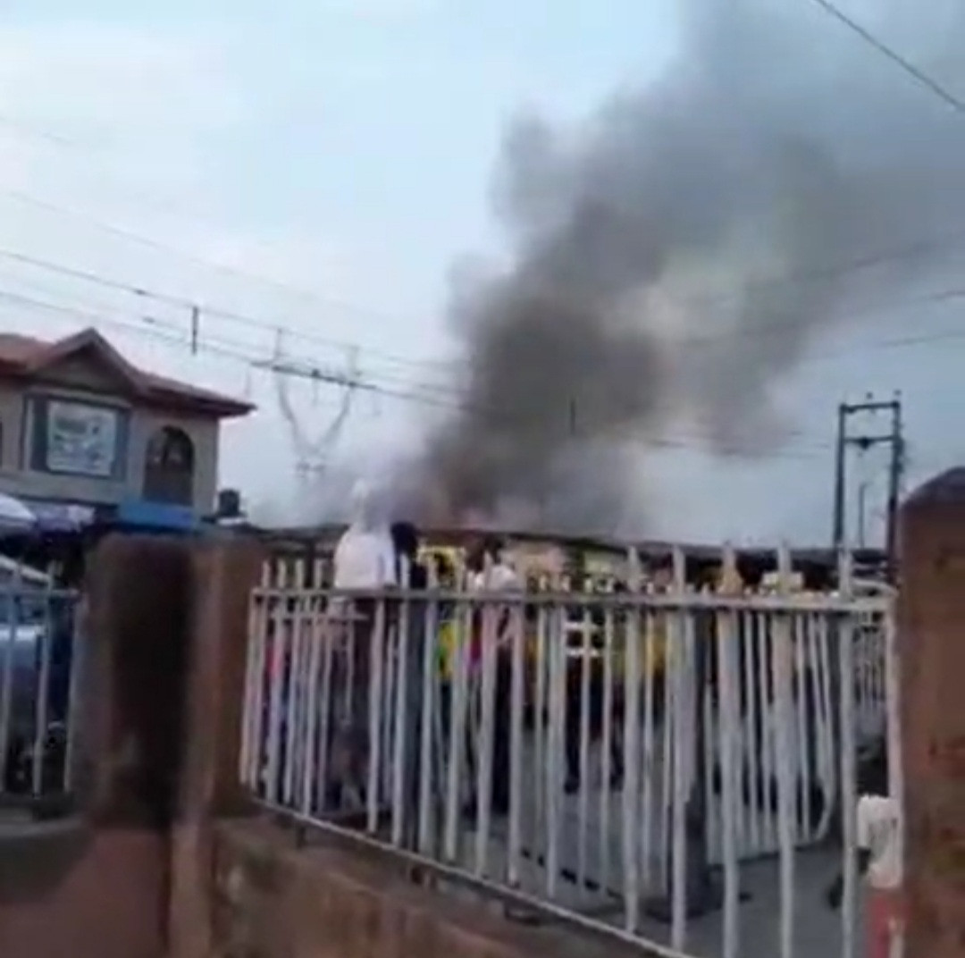 Fire razes shops in Surulere