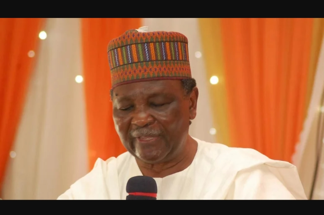 Gowon denies looting 'half of CBN' as military leader