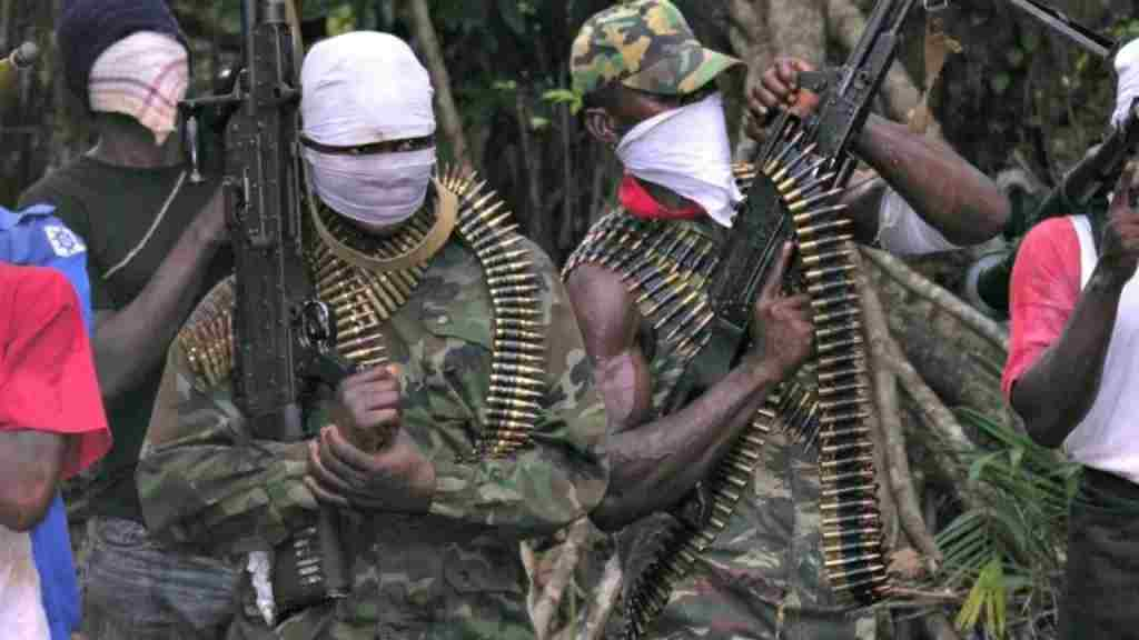 Gunmen attack Bank, Police Station, Kill Inspector, two others in Delta State