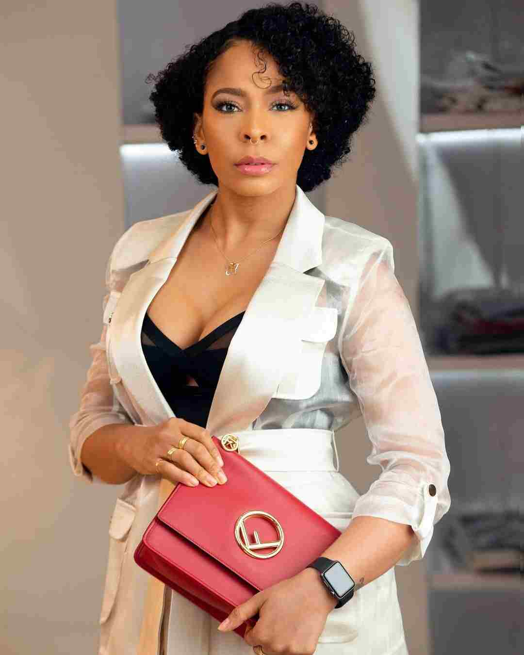 You're Childish If You Collect Things You Bought For Your Girlfriend After Breakup – Tboss