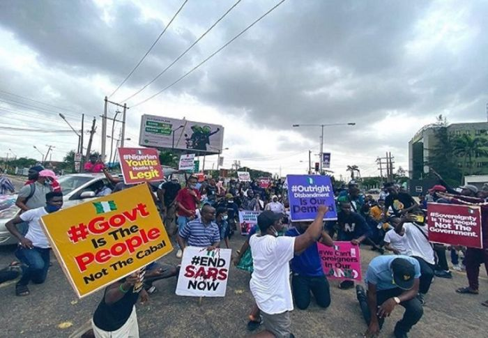 Man Warns #Endsars Protesters After Getting Stuck In Traffic With Sick 2-year-old Daughter