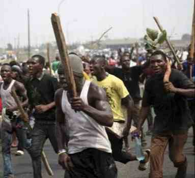 Mob set man ablaze and injure another over suspicion of being bike thieves in Ibadan