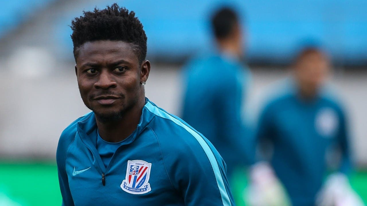 Obafemi Martins flashes his N176Million yacht, N87Million Bentley and N35Million G-Wagon
