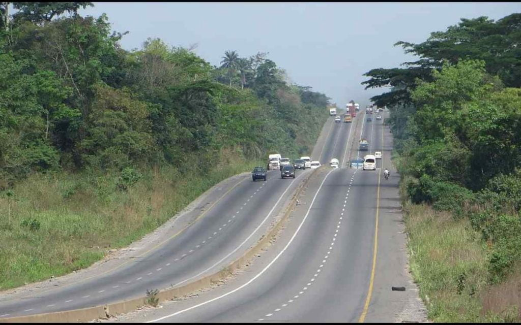 One Dead, Four Injured In Auto Crash On Lagos-ibadan Expressway