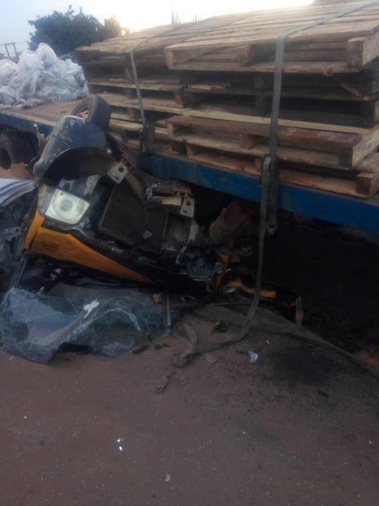 One Dies And Many Others Injured After A Bus Lost Control And Rammed Into Tricycle In Anambra (Photos)