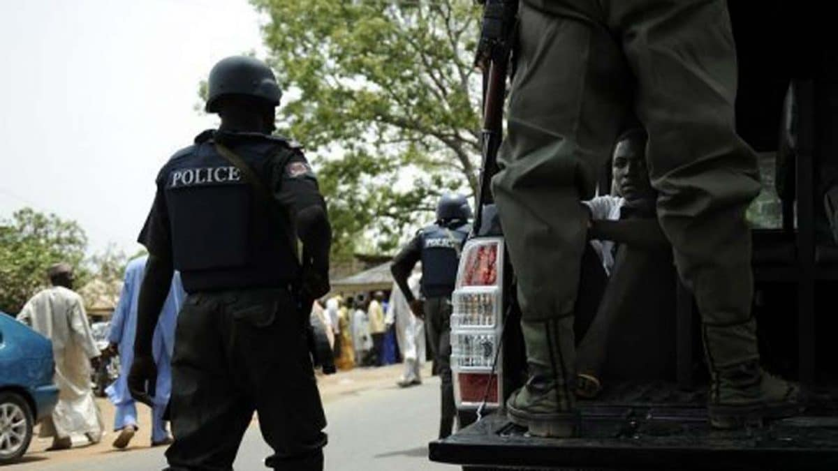 Police Arrest five suspected Cultists with Dead body and Weapons In Ogun State