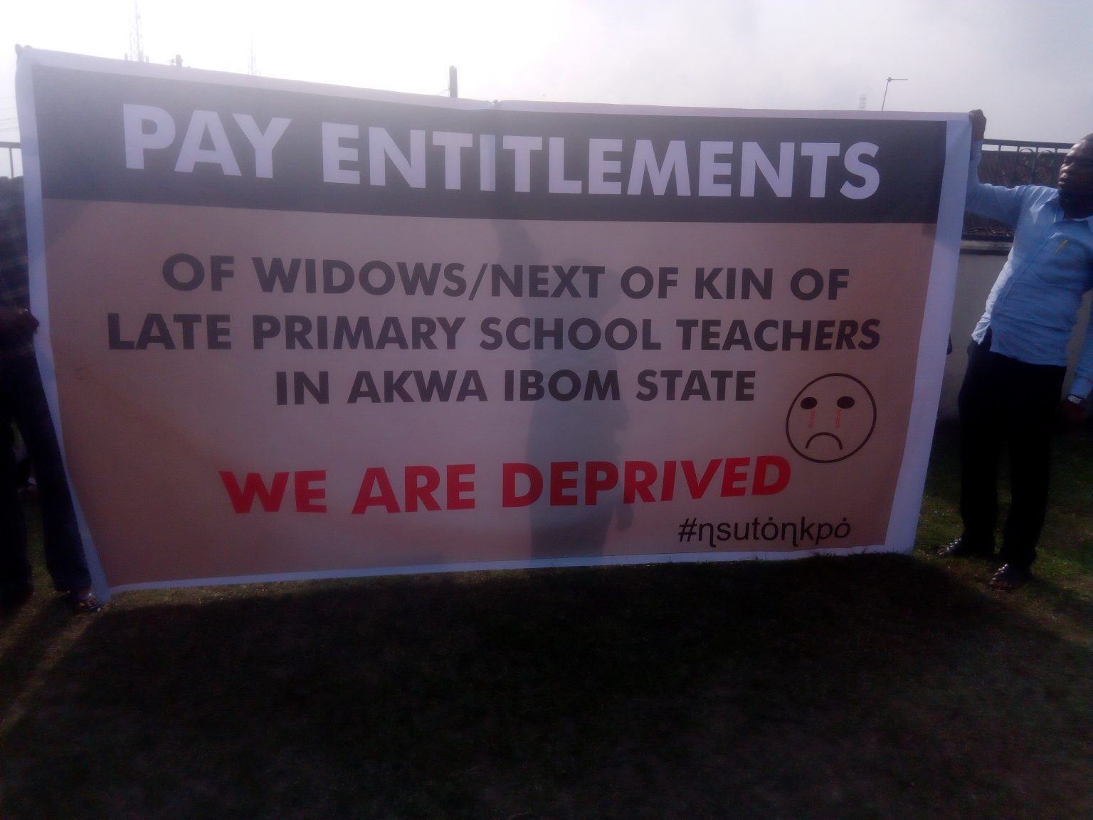 Relatives of dead primary school teachers in Akwa Ibom Protest Unpaid Gratuities, Entitlements
