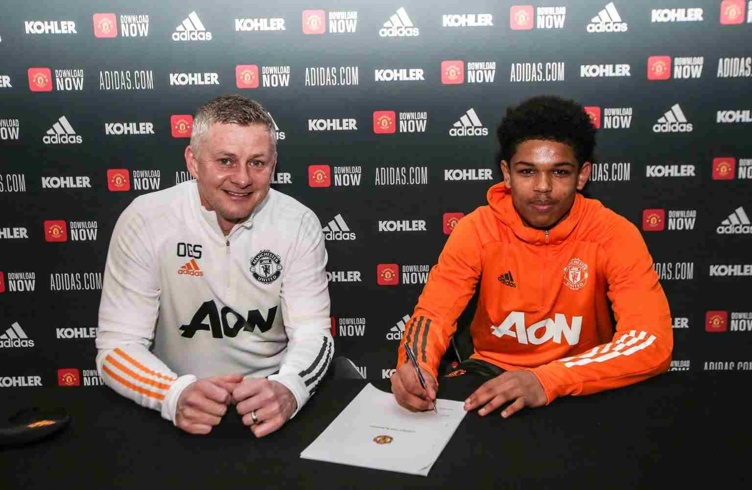 Shoretire Signs First Professional Contract With Manchester United