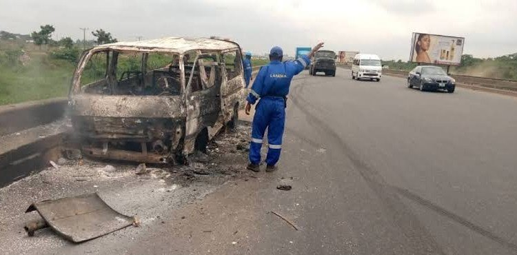 SO SAD!! Eight People Burnt To Death In An Accident On Lagos/Ibadan Expressway