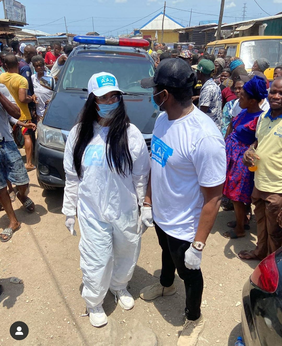 Tacha and Sir Dee Storm the Streets of Lagos to Distribute Food items (See Photos)