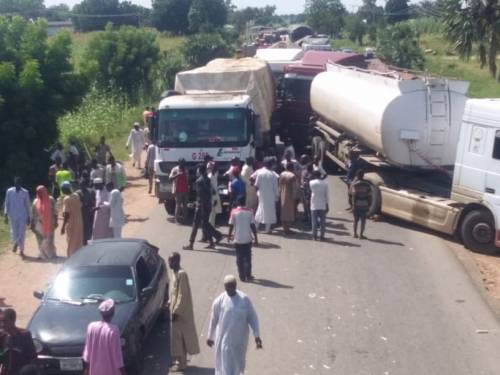Tanker Drivers Barricade Yola-Jalingo Road Over Police Brutality