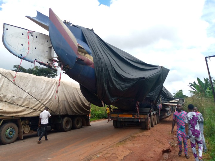 Trailer Transporting An Airplane Causes Gridlock In Edo (Videos)