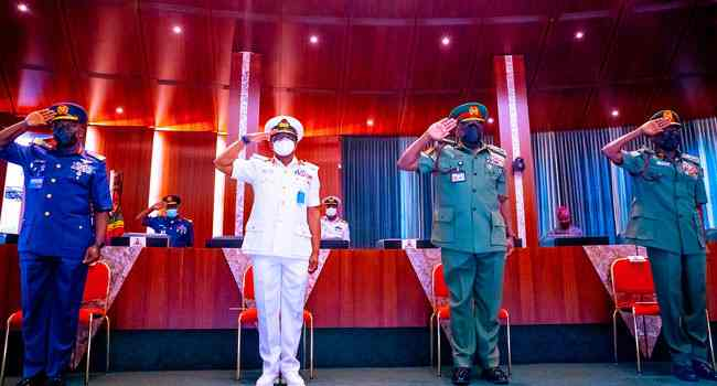 You have few weeks to secure the country - President Buhari tells service chiefs